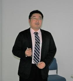 講演を行う川口氏
