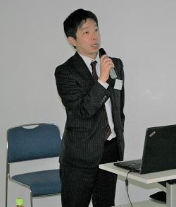 講演を行う平塚氏