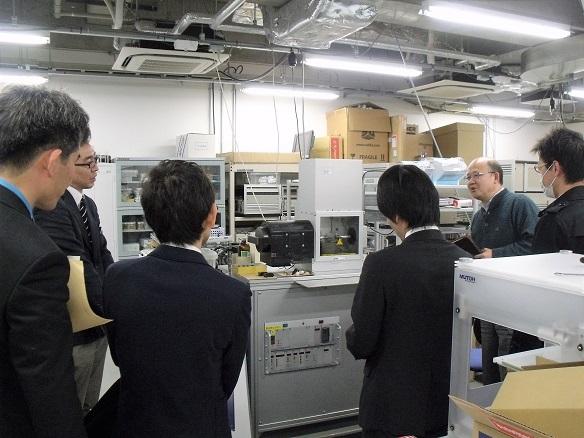 トライボロジーセンターに設置されたSRV試験機などを見学