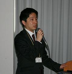 講演する平塚氏
