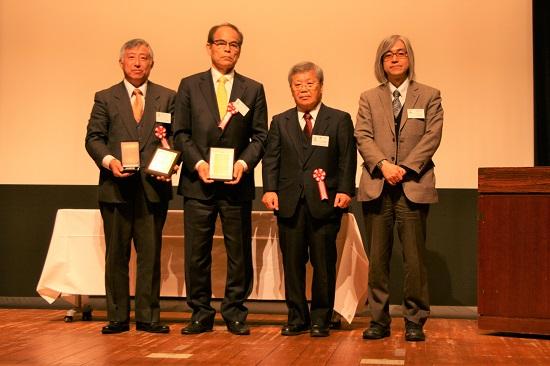左からSoraa社の汲川雅一氏(日本法人カントリーマネージャー)、中村氏、藤井氏、大森氏